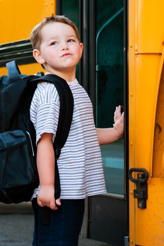 boy-bus_canstockphoto10313566